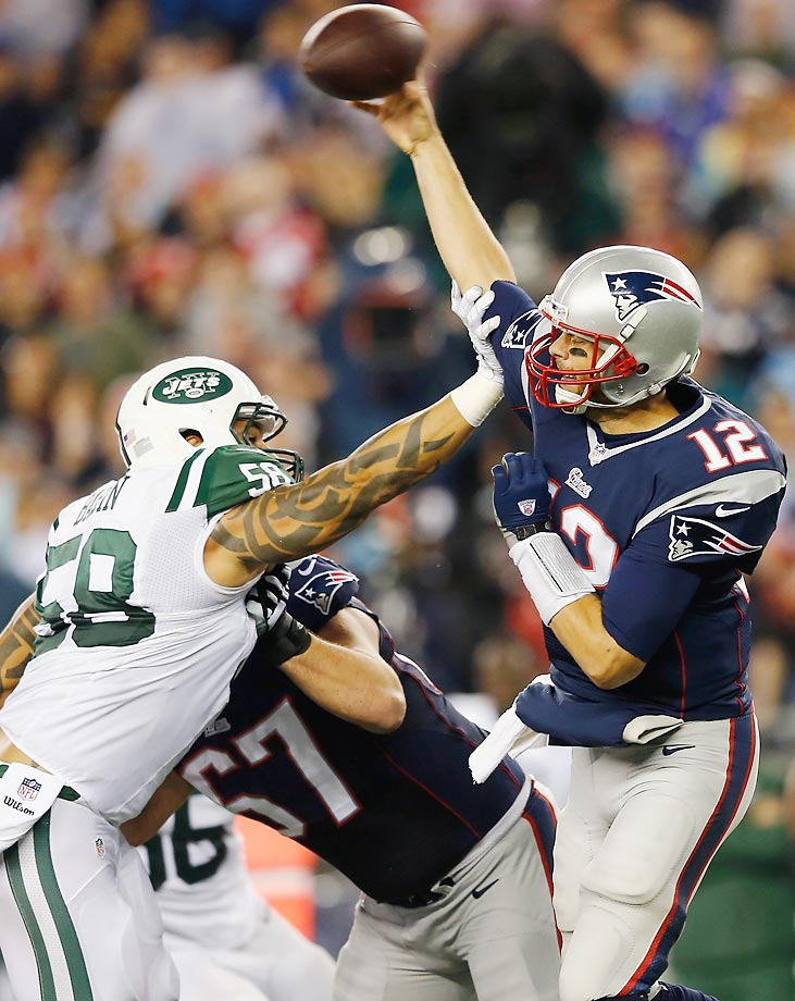 Jason Babin tackles Tom Brady during the second quarter of the Jets' 27-25 loss to the Patriots.