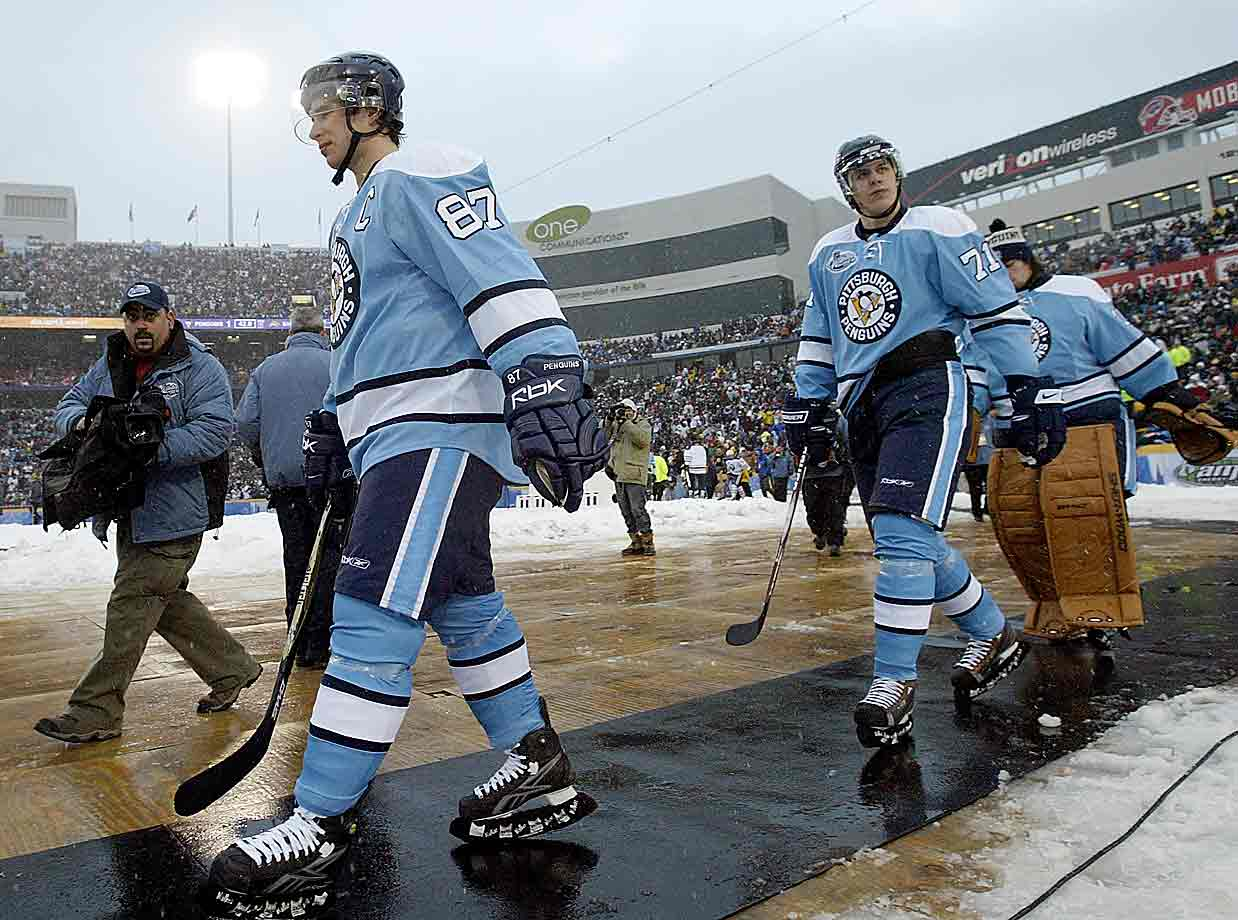 Love those baby blues. A truly bold choice at the time, this near replica of Pittsburgh's 1970-71 sweaters set the standard for retro-outfitting a team at this event and became a staple in the Pens' repertoire.