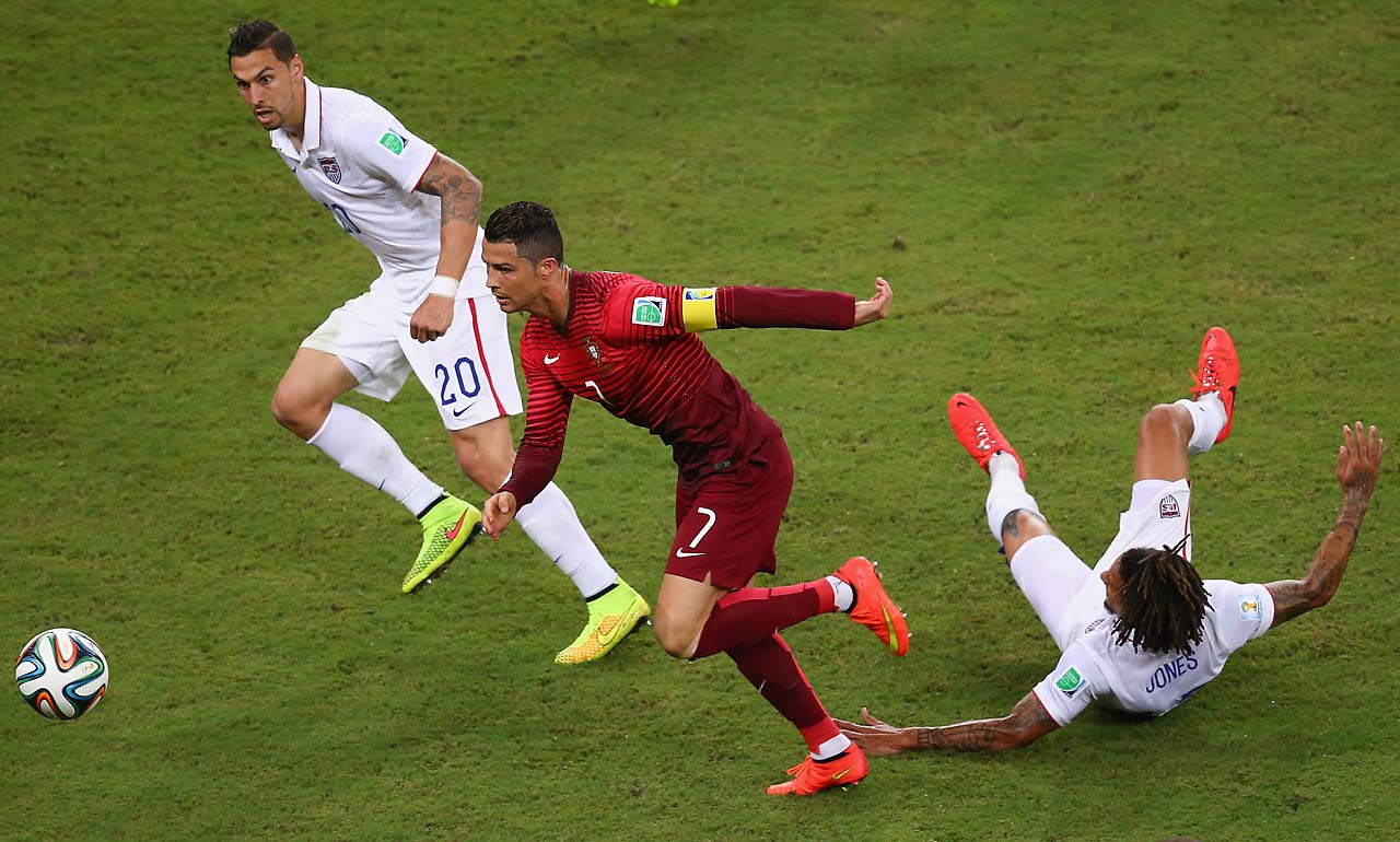 Before his assist on the equalizer, Cristiano Ronaldo had an uneven day. Here he controls the ball against Geoff Cameron (left) and Jermaine Jones.