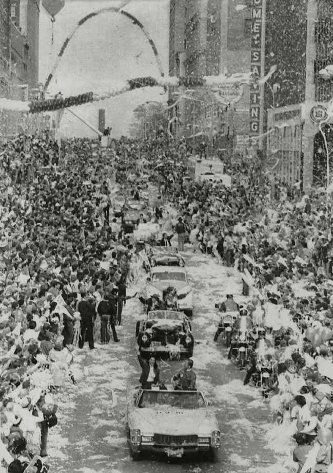 Thousands of fans line the streets of downtown Kansas City during the Royals' victory parade.