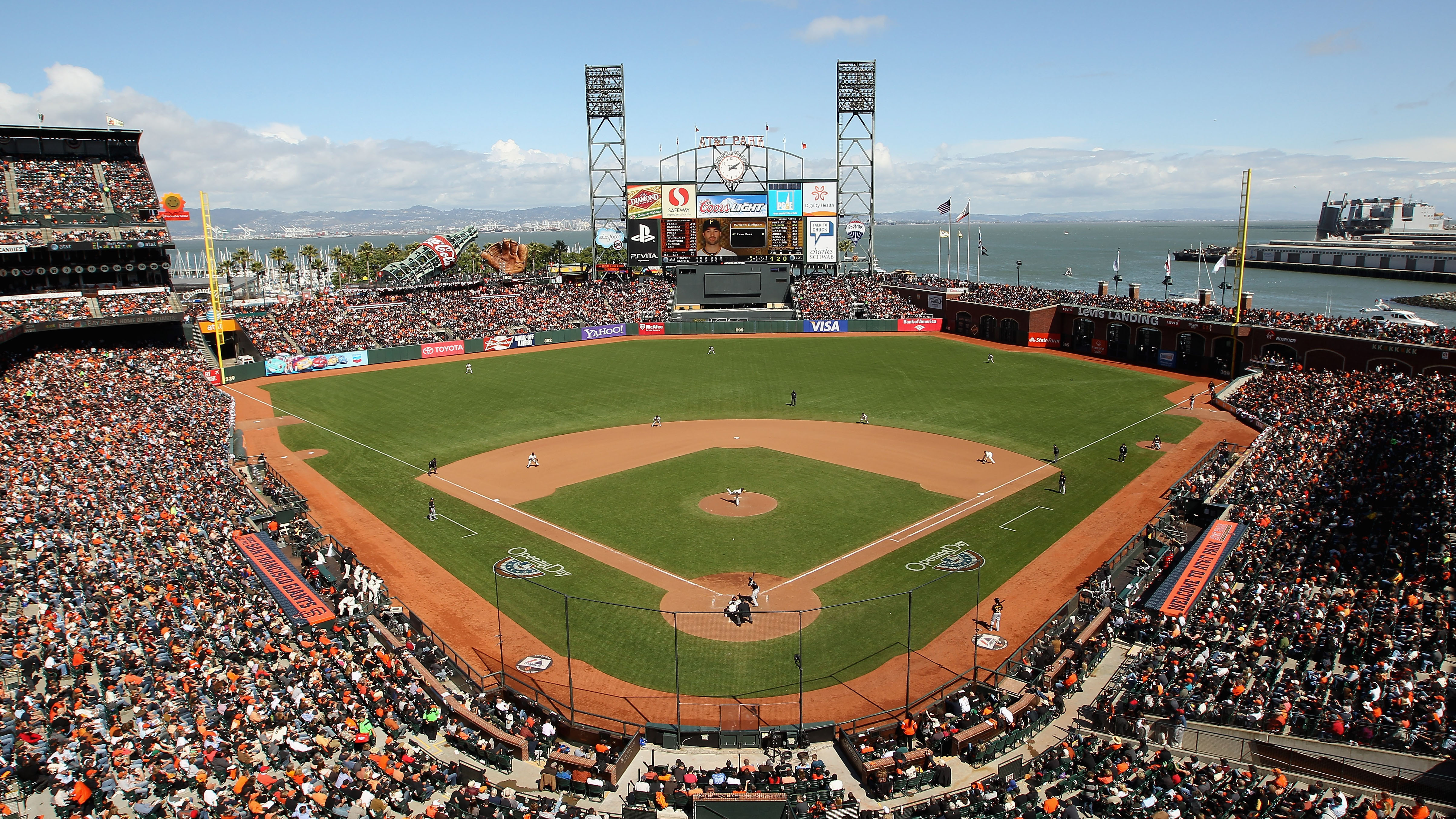 San Francisco Giants consider ban on insensitive attire