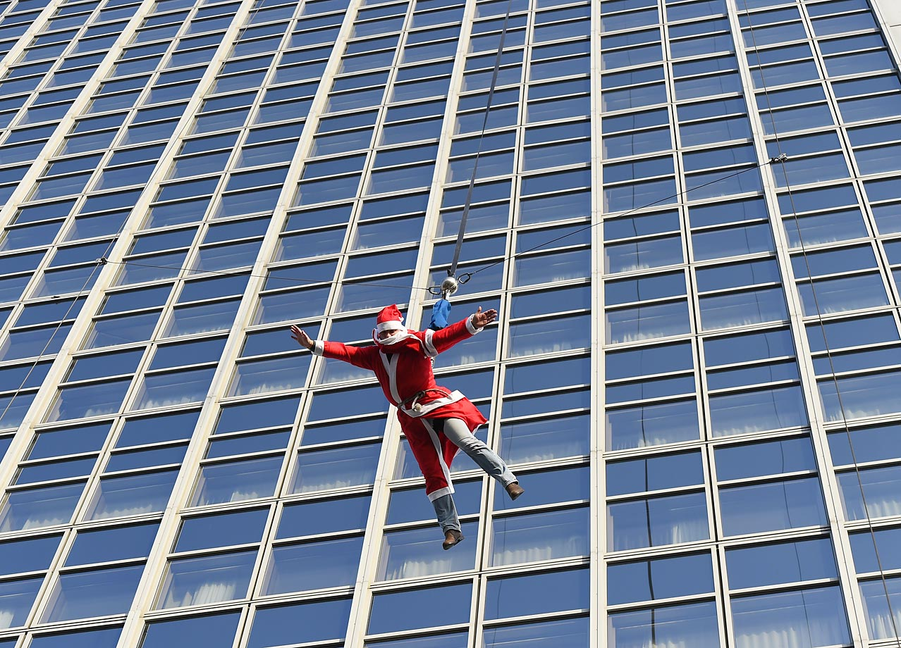 Santa BASE jumped from the top of the Forum hotel in Berlin.