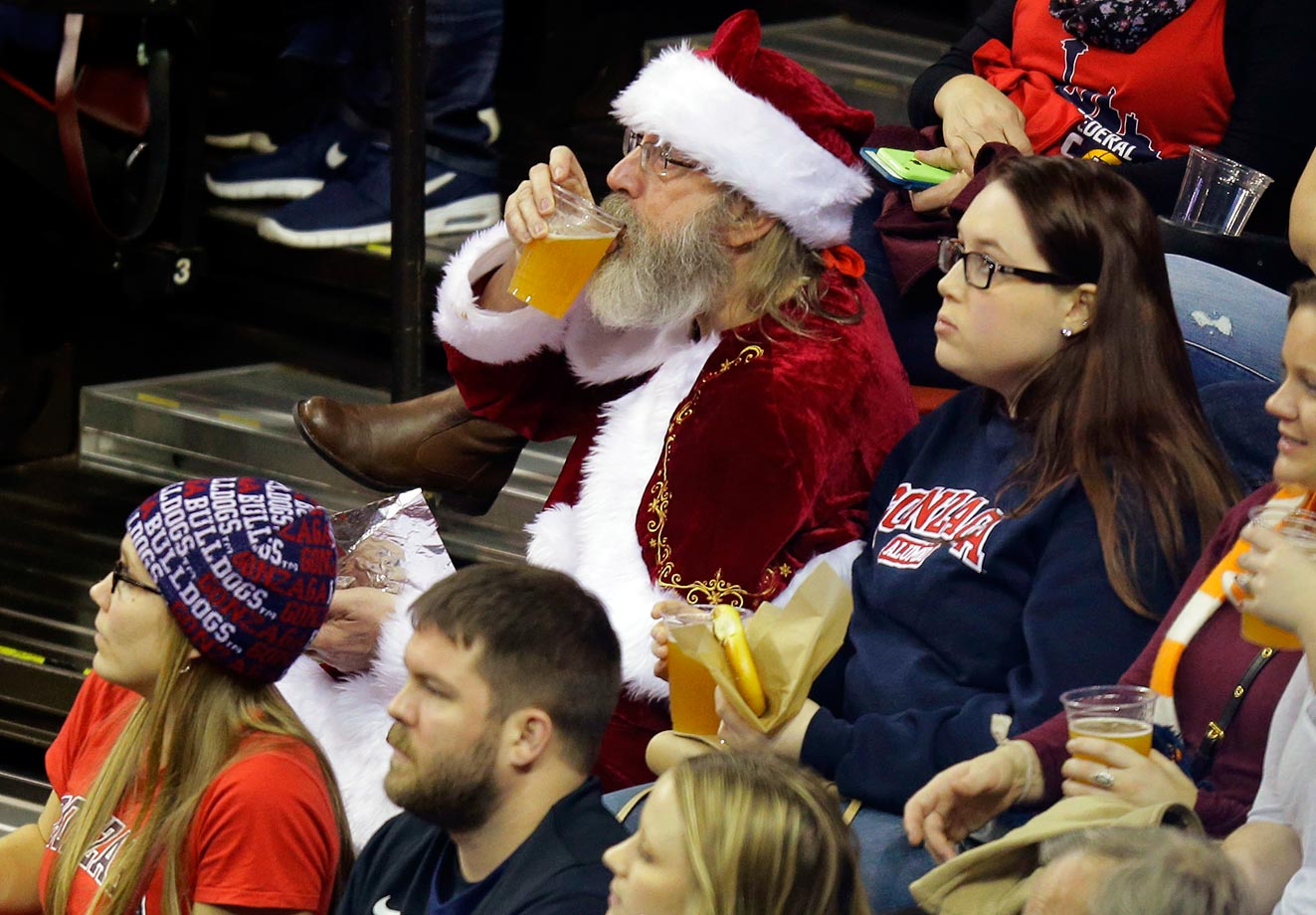 Santa seems pretty chill before his big night... at a game between Gonzaga and Tennessee.