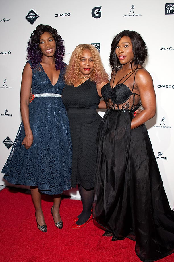 Serena Williams and sister Venus Williams pose with their mother Oracene Price.