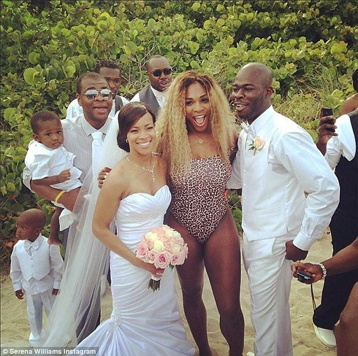 Serena Williams photobombs a couple who were getting married on a beach where she was sunbathing.