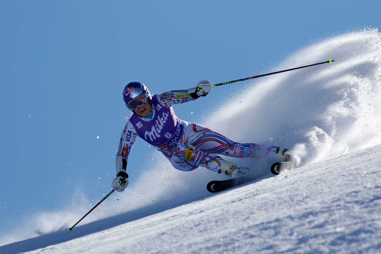 Lindsey Vonn tearing down the mountain during the Audi FIS Alpine Ski World Cup Women's Giant Slalom.