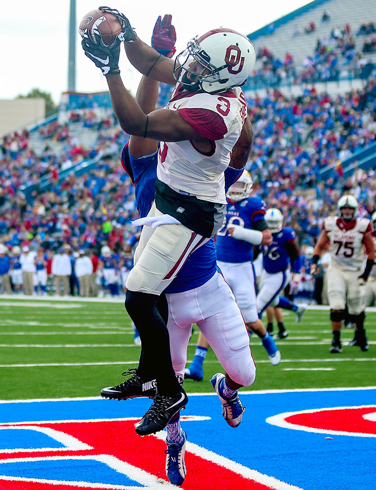 Oklahoma 62, Kansas 7: The Sooners had no trouble routing lowly Kansas as Baker Mayfield threw for 383 yards and four touchdowns while Alex Ross and Samaje Perine combined for 193 yards on the ground. Oklahoma's offense produced 710 total yards.