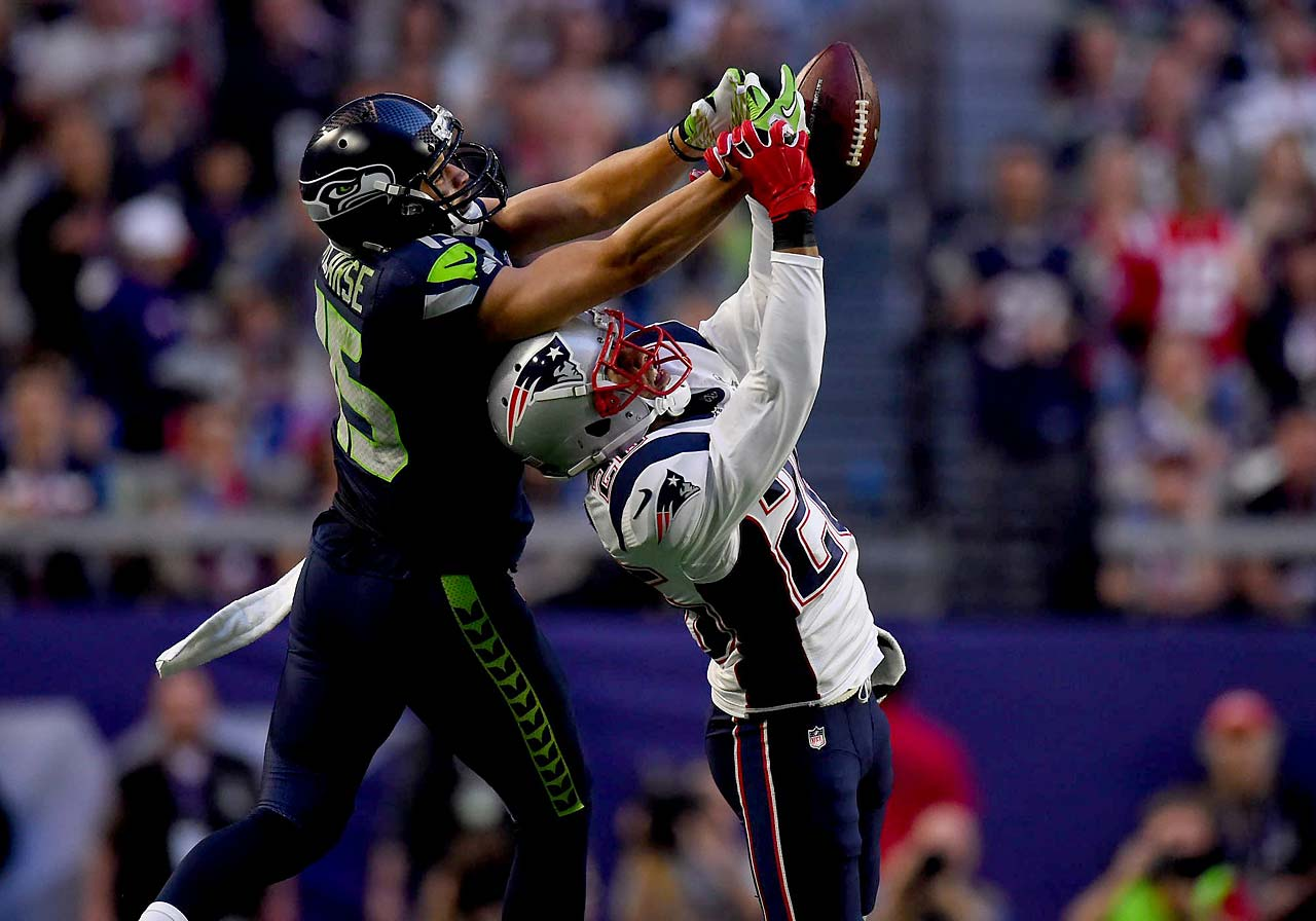 Logan Ryan prevents Jermaine Kearse from catching a pass.