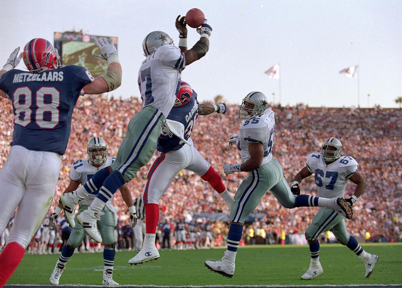 Thomas Everett of the Cowboys makes an interception against Buffalo in Super Bowl XXVII, in Pasadena in January 1993.