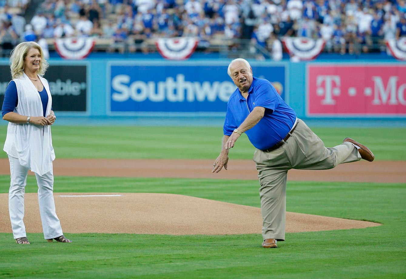 Dodgers fans say Tommy Lasorda threw a strike, Mets fans disagree.