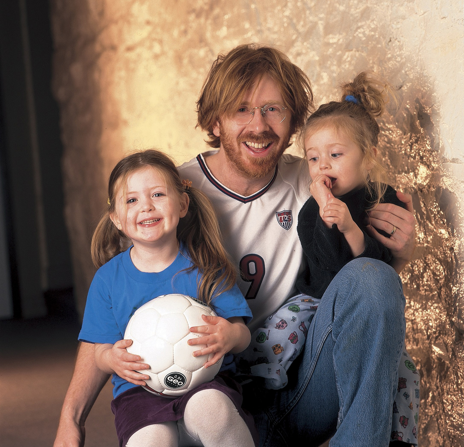 Trey Anastasio (with daughters Eliza and Isabella) :: Damian Strohmeyer/SI