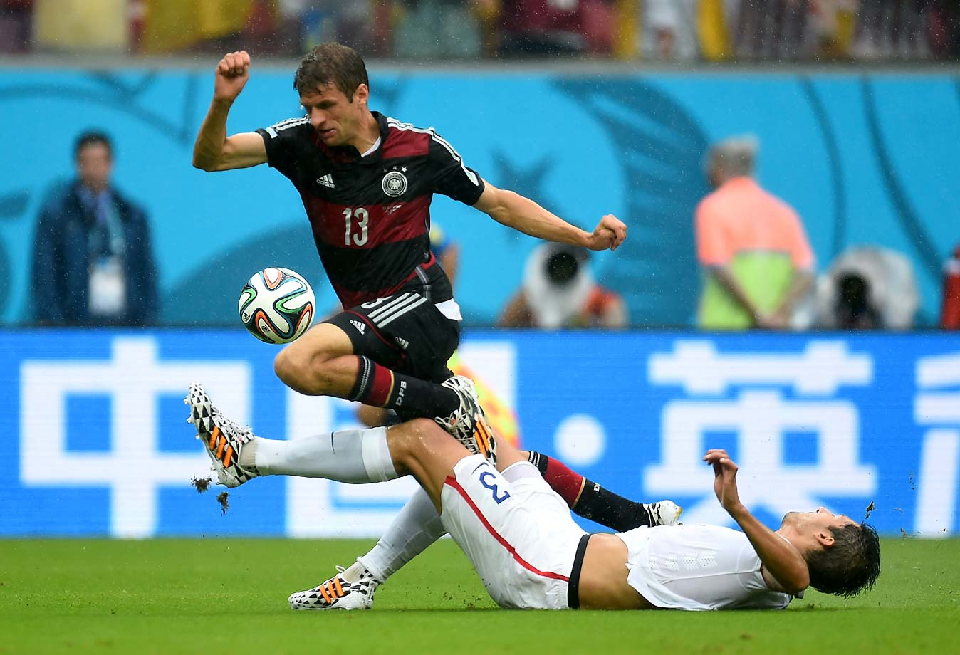 Thomas Mueller and Omar Gonzalez get tangled up.