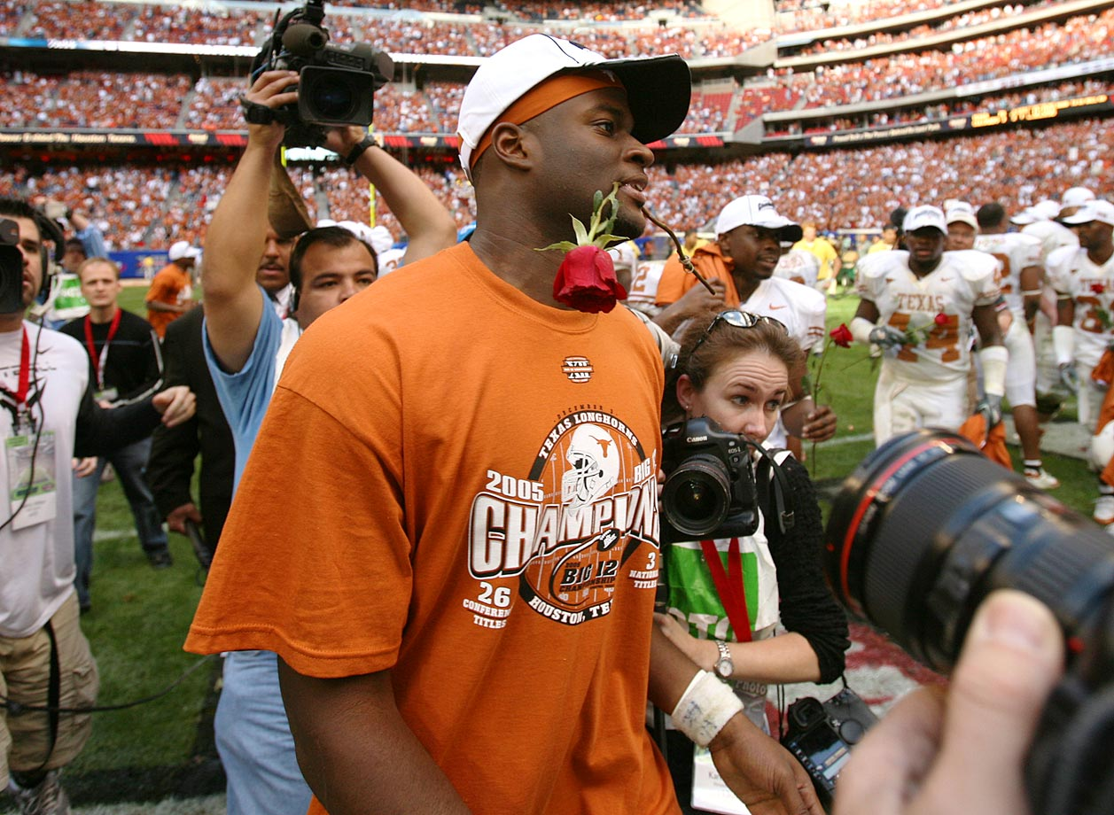 Texas quarterback Vince Young clenches a rose after the Longhorns defeated Colorado to advance to the 2006 Rose Bowl.