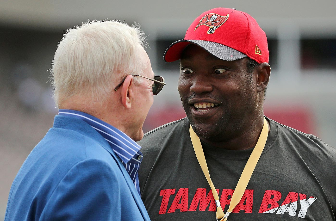 Dallas Cowboys owner Jerry Jones talks with former Tampa Bay Buccaneer Warren Sapp.