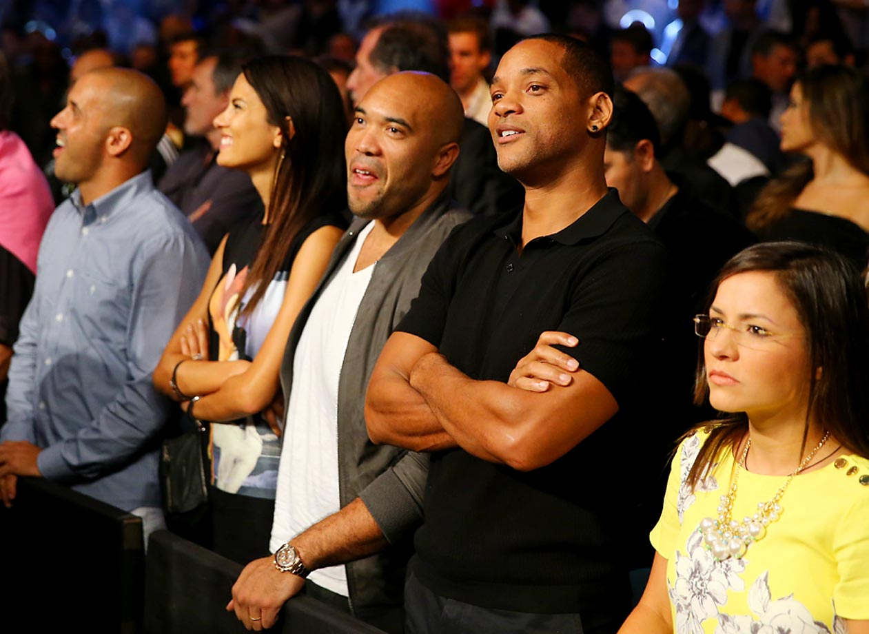 Will Smith watches the Leo Santa Cruz vs Manuel Roman match.