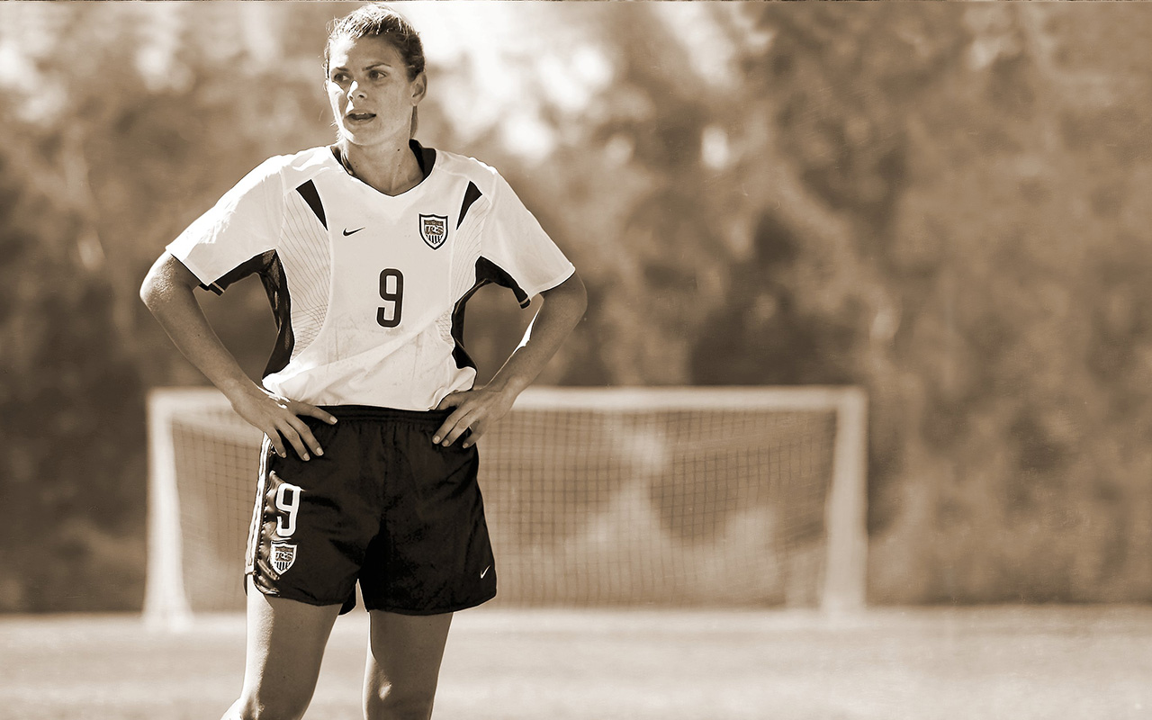 Mia Hamm is the world s best female soccer player  8cc56a663