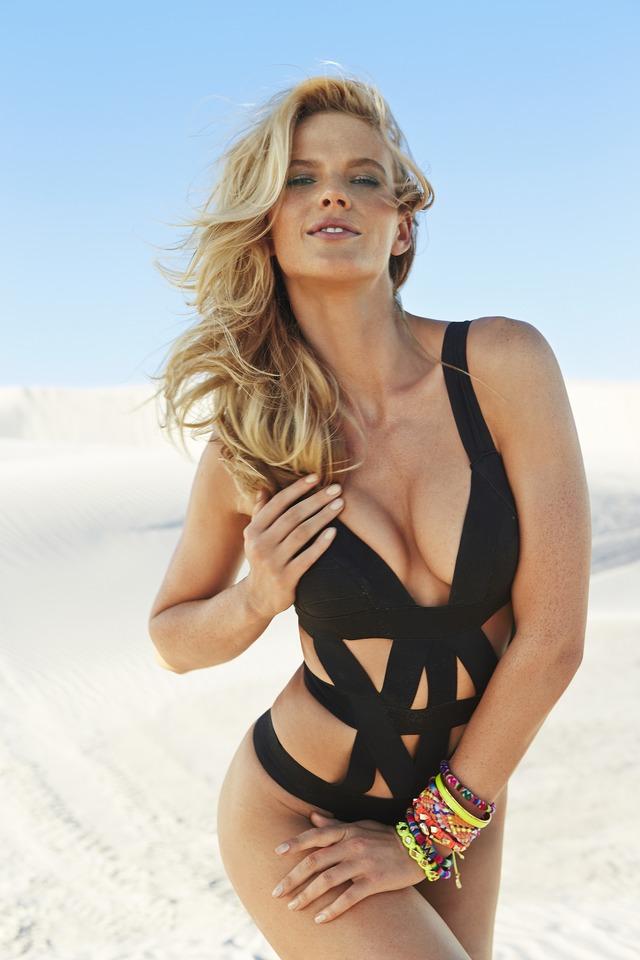 Swimsuit: 2014 Issue: Brazil; Anne V; NA/NA, NA, Brazil; 6/6/2013; X156596 TK1; CREDIT: Raphael Mazzucco