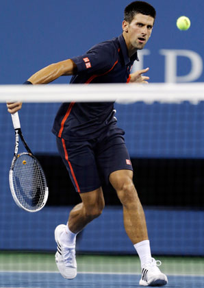 Novak Djokovic beat Juan Martin del Potro to reach his 10th straight Grand Slam semifinal.