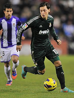 Mesut Oezil scored twice to spark Real Madrird's rally.