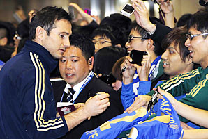 Frank Lampard signs autographs at an airport outside Tokyo.