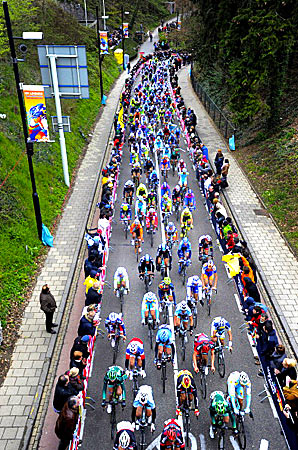 The EBU extended its commitment to the one-day classic Amstel Gold Race through to 2016.