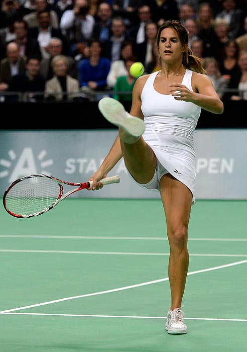 Amelie Mauresmo opts to punt.