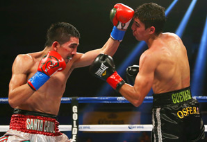 Leo Santa Cruz (left) successfully defended his IBF bantamweight title.
