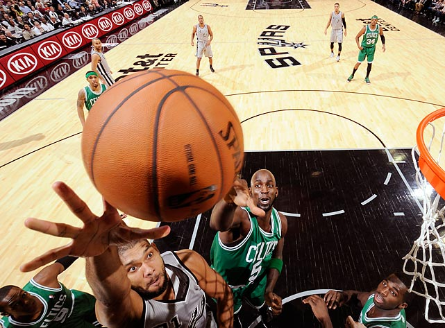 San Antonio's Tim Duncan drives to the basket against Boston's Kevin Garnett.