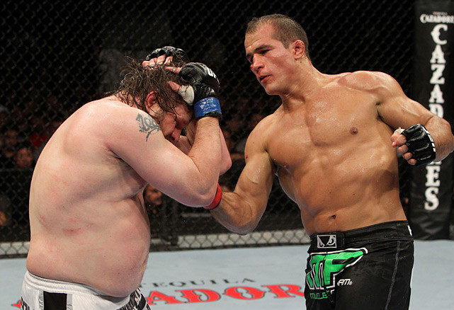 Dos Santos emerged as a bona fide contender to the UFC heavyweight title when he outpointed Roy Nelson unanimously at UFC 117 on Aug. 7, 2010. It marked the first time an opponent pushed Dos Santos the distance, though he clearly dominated the action.