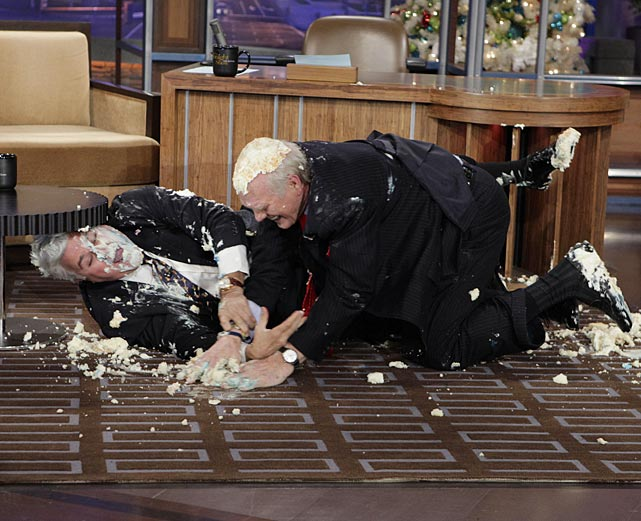 Former NFL quarterback Terry Bradshaw and Jay Leno had a cake fight on the Tonight Show set.