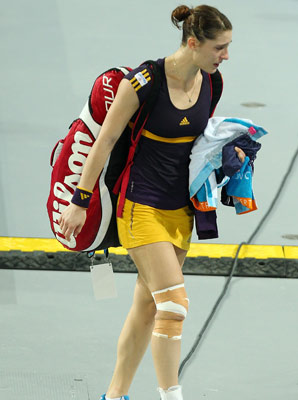 Andrea Petkovic was forced to retire with a right knee injury.