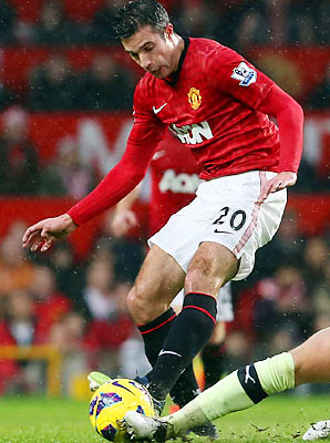 Robin van Persie leads the Premier League with 14 goals through 2012.