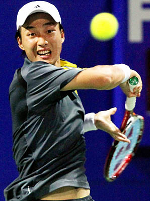 Go Soeda beat Indian qualifier Prakash Amritraj 7-6 (2), 3-6, 6-4.