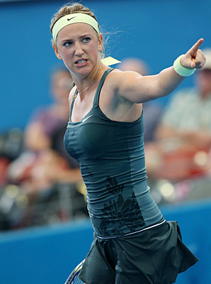 Victoria Azarenka will face Serena Williams in the Brisbane International semifinals.