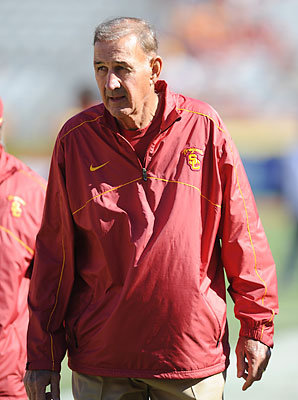 After coaching alongside his son Lane at USC, Monte Kiffin will return to an NFL sideline for the first time since 2008.