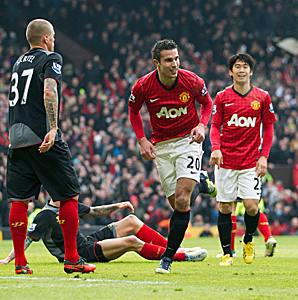 Robin van Persie (20) set United on its way to victory at Old Trafford with his league-high 17th goal.