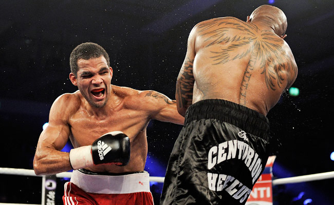 Yoan Pablo Hernandez (left) fights Steve Herelius during a 2011 WBA cruiserweight title bout.