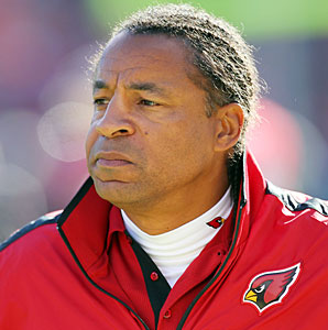 Ray Horton interviewed for the Browns head coaching job before becoming their defensive coordinator on Friday.