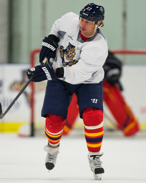 Alex Kovalev returns to the NHL for the first time since the 2010-2011 season.