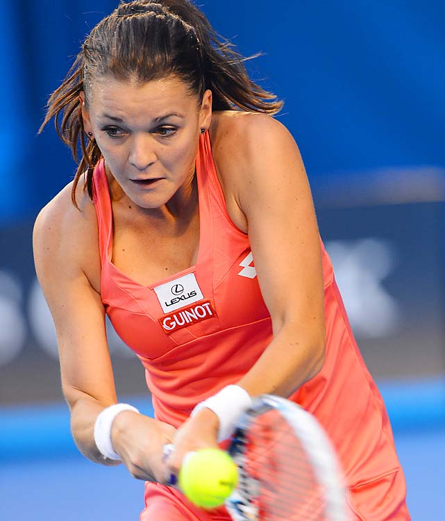 No. 4 Agnieszka Radwanska will play Li after dumping No. 13 Ana Ivanovic 6-2, 6-4.