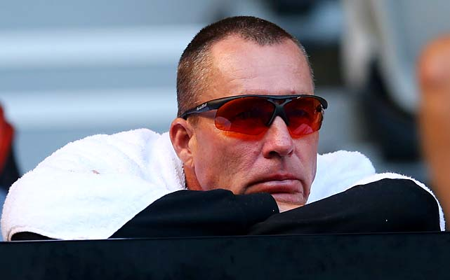 Two-time Australian Open champion Ivan Lendl watches his student, No. 3 Andy Murray, take on No. 14 Gilles Simon.