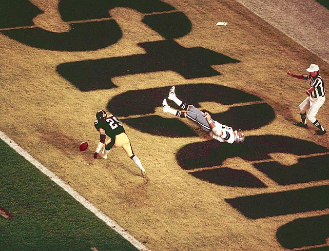 Jackie Smith flops in the end zone after dropping what would have been a game-tying touchdown. Dallas had to settle for a field goal en route to losing 35-31.
