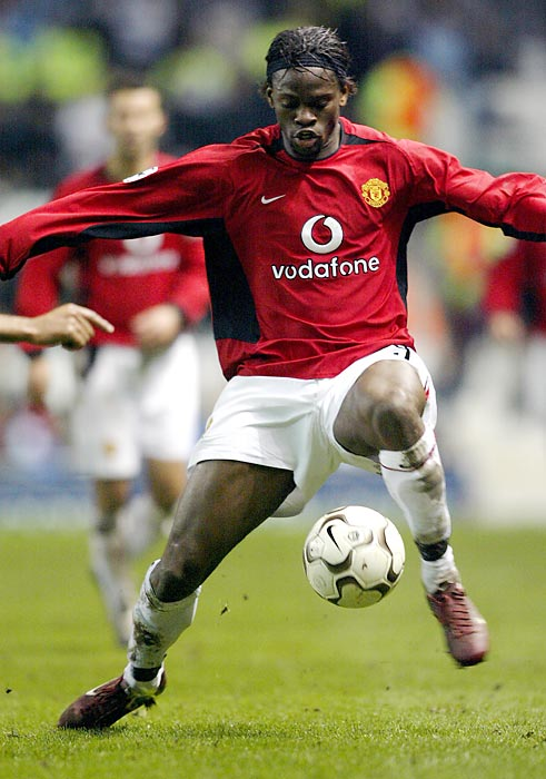 The Red Devils made waves with their January 2004 signing of striker Louis Saha, The Frenchman scored seven goals for his new team that year, but it was not enough, as the defending Premier League champions still only finished in third place that season. Saha struggled with injuries during his time at Old Trafford and was dealt to Everton after the 2007-08 season.