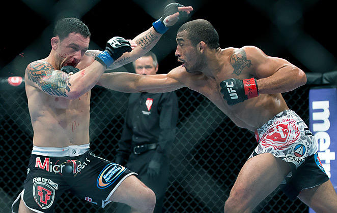 José Aldo (right) picked up his 15th straight victory while handing Frankie Edgar his third loss in a row.