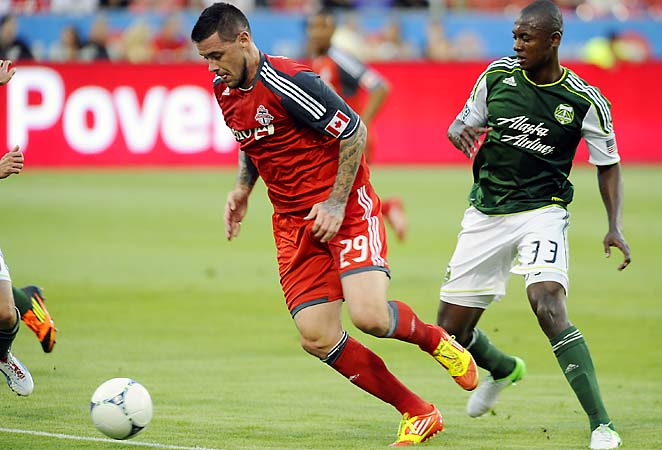 Eric Hassli (left) will play for his third team in the last three seasons with FC Dallas.