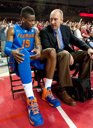 Will Yeguete played just one minute in Florida's most recent game because of knee pain.