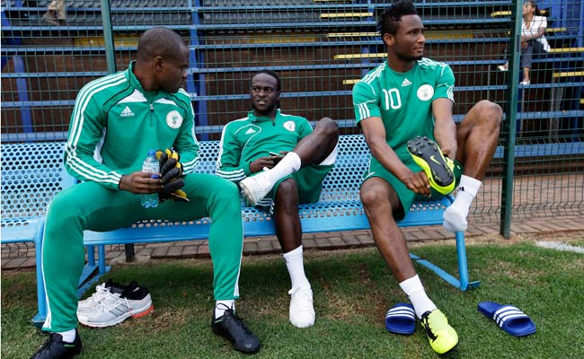 Victor Moses (center) sat out Friday's training session because of an ankle injury.
