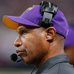 After posting a 3-13 mark in his first year with the Vikings, head coach Leslie Frazier reached the playoffs with a 10-6 mark in 2012.