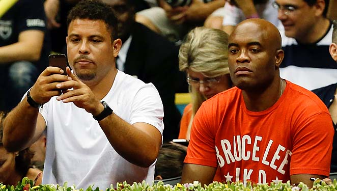 Ronaldo and Anderson Silva watch Rafael Nadal at the Brazil Open in Sao Paulo.