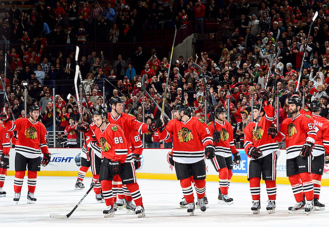 The Blackhawks celebrated after their 3-2 win over the L.A. Kings on Sunday.